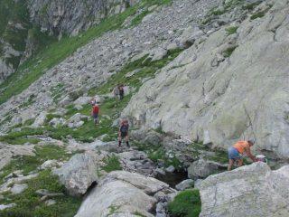 Arrivo alle rocce montonate sotto il Colle d'Arlens