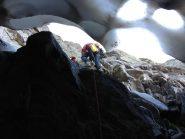 Il passaggio nella grotta di ghiaccio del primo nevaio