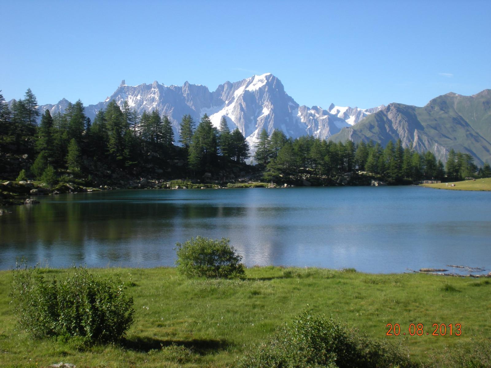 il Lago D'Arpy pare appena sotto il Bianco