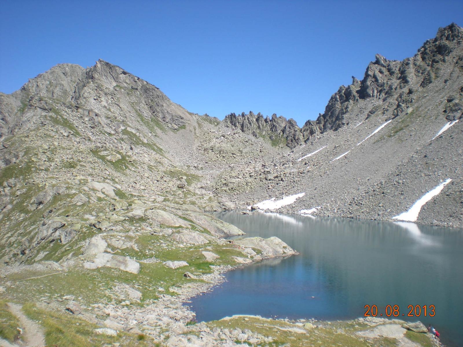 il Passo d'Ameran e la Becca Pouegnenta (anticima) dal Lago di Pietra Rossa