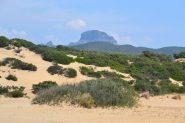 Arcuentu visto dalla spiaggia di Piscinas