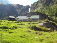 Alpe Prolobia e la Pissa -il sentiero estivo passa a dx della cascata-