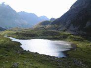 Sguardo all' indietro dal pendio sopra il lago Lavoir