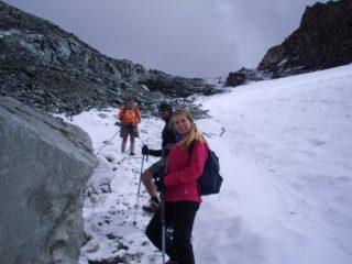 discesa dal Colle Leynir  verso Thumel.neve verglassata e tormentina in arrivo....