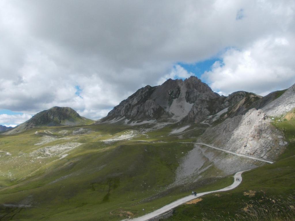 Grande (Becco), cima Ovest e Becco Nero da Caserme della Bandia 2013-08-28