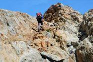 Enrico sale i roccioni gradinati che portano al ghiacciaio (30-8-2013)