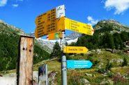 paline segnaletiche all'inizio del sentiero (30-8-2013)