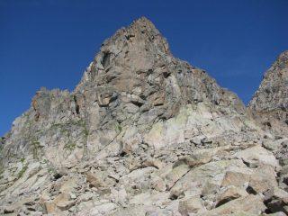 Dal sentiero di salita, il severo profilo della Becca della Losa