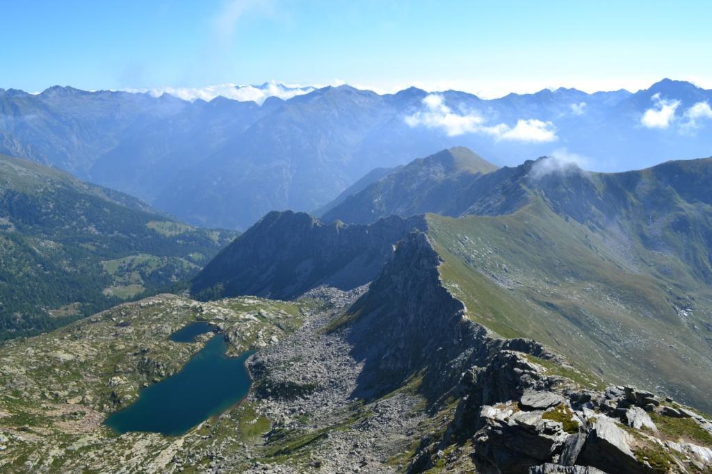 panorama dalla cima: sulla destra il vallone di salita