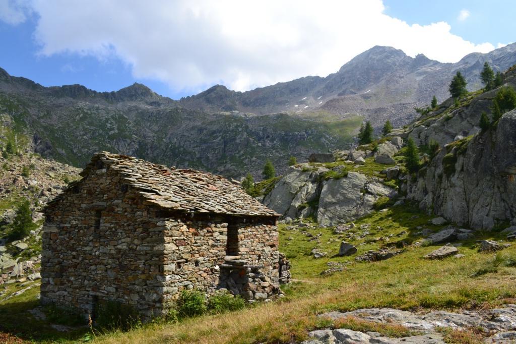 Alpe Brunnen (2237 m). Sullo sfondo il Corno Rosso