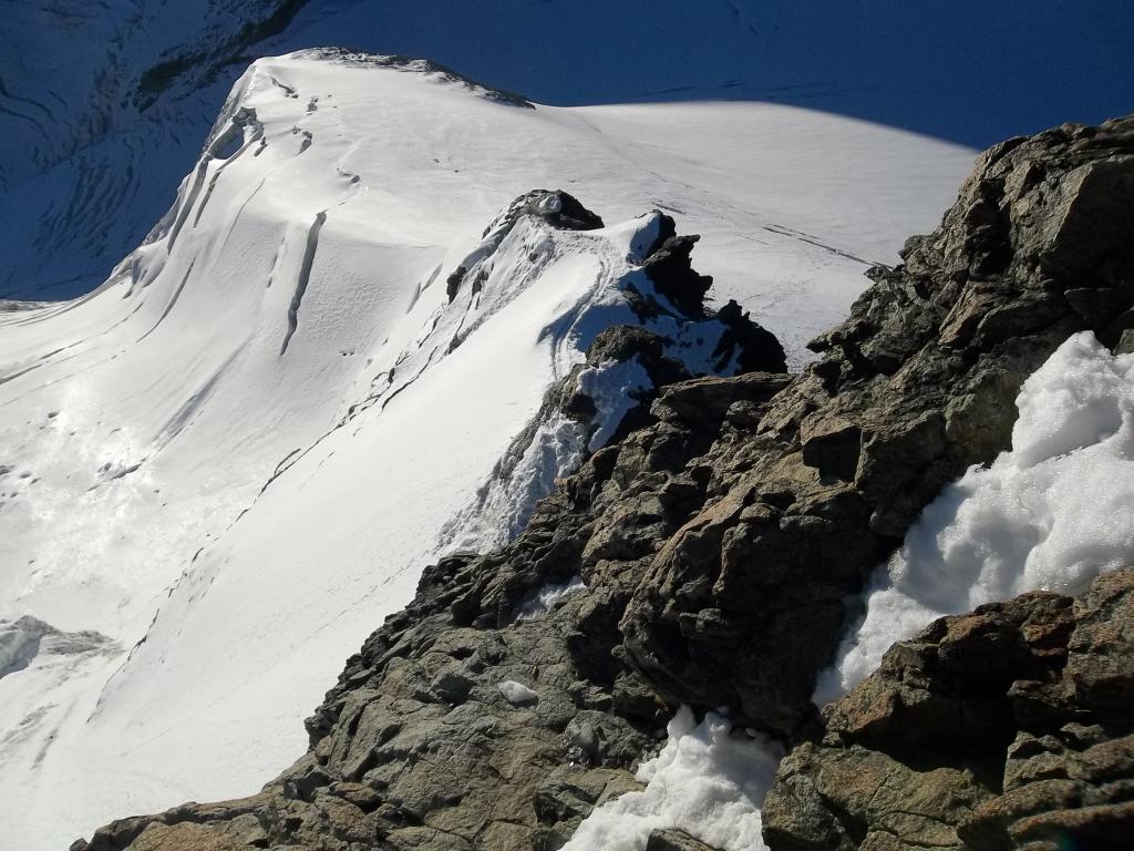 Il tratto di cresta dalla sella alla cima italiana