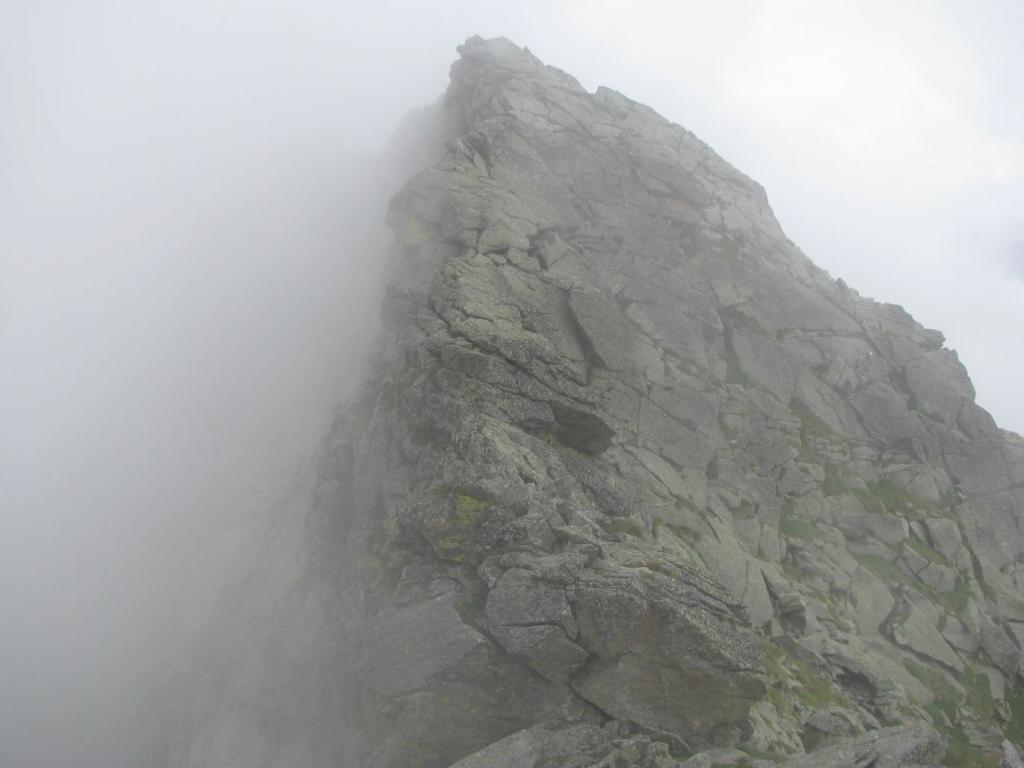 Cresta percorsa in discesa, bagnata alquanto scivolosa