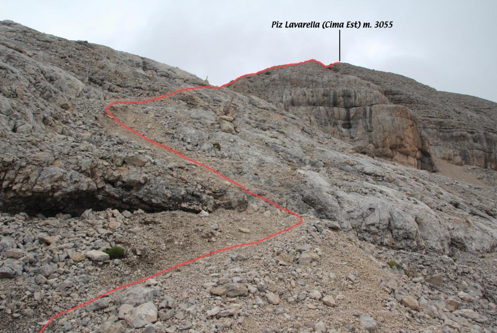la parte alta del versante SE del Piz Lavarella con itinerario di salita (8-9-2013)