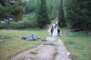 il primo tratto del sentiero che sale verso il Col de Locia (8-9-2013)