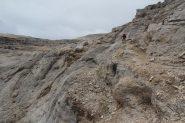 Luciano in azione sul risalto roccioso che porta alla forcella di quota 2885 m. (8-9-2013)