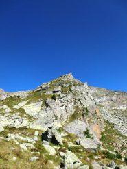 Primo risalto della cresta dall'alpe di Vlou inferiore