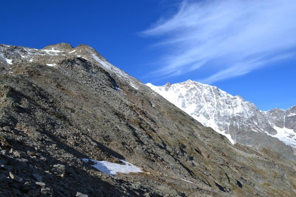 anticima del Pizzo Bianco a sinistra, Monte Rosa a destra