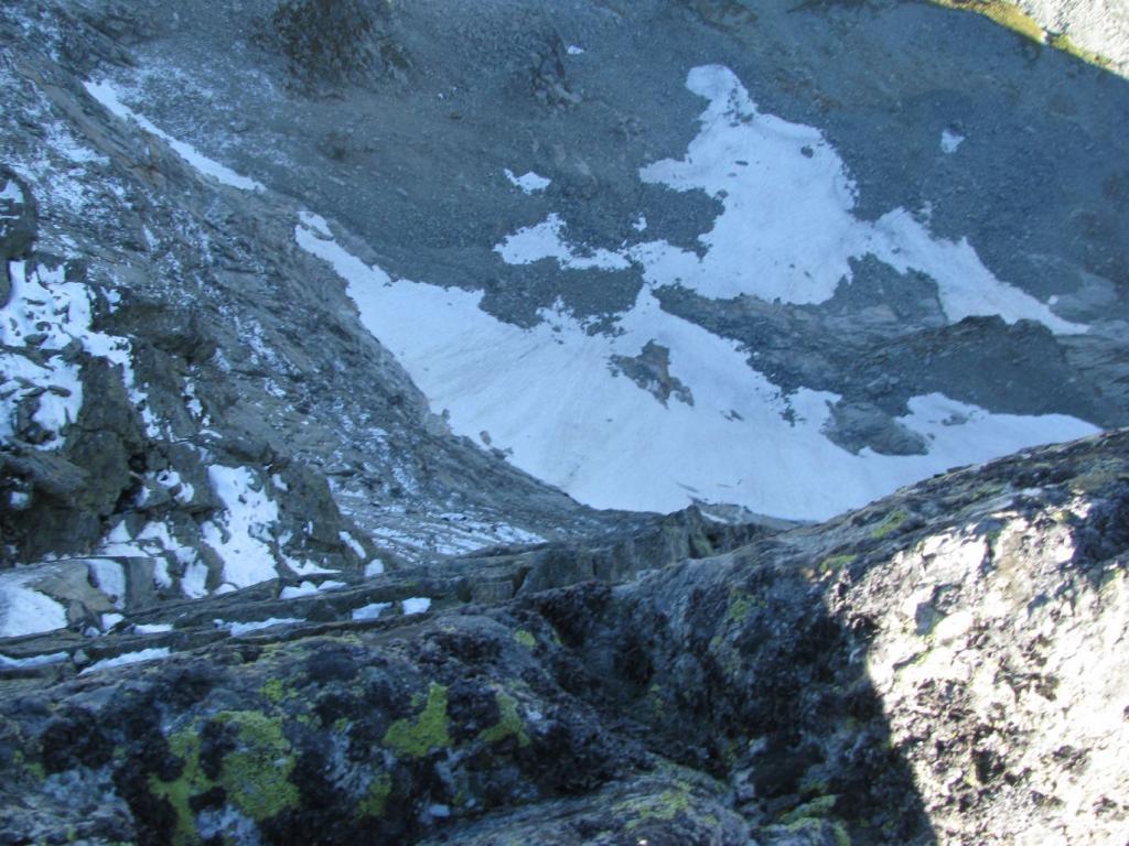 Dalla vetta, vista sul vuoto dell'alta parete nord