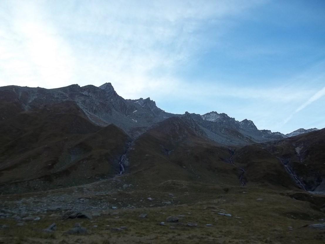 Torrone di Garzora (al centro il colatoio da seguire dall' Altipiano di Dolee per arrivare alle giavine superiori)