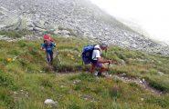 Sul ripido sentiero che sale al passo del Bojret