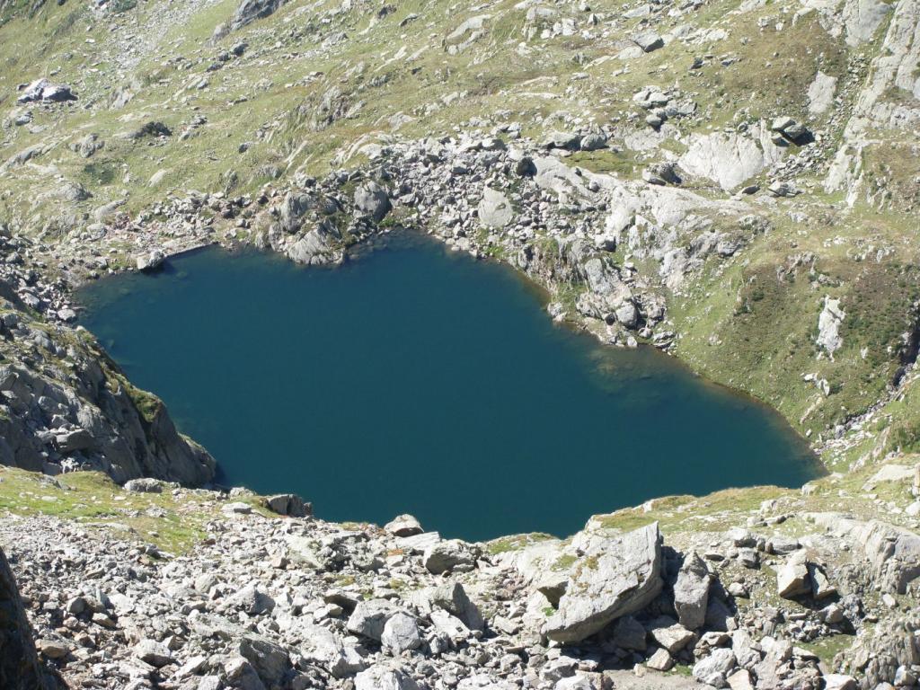 Dal colletto, il Lago della Mionda o Verdassa