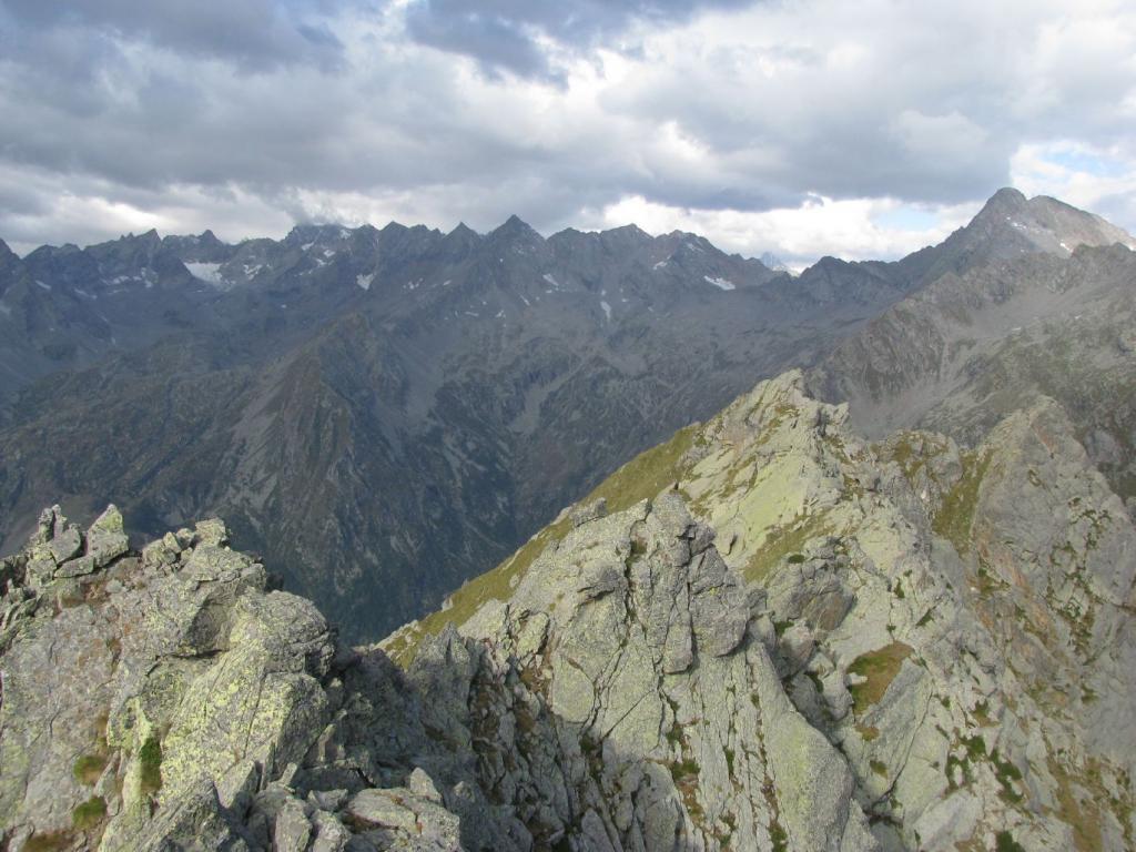 Dalla vetta, panorama sull'alta Valle di Forzo