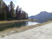 il bel laghetto dell'alpe Gordza dove inizia la lunga poderale...