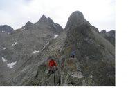 Gli stessi in cresta verso la Rocca Pertusa'..