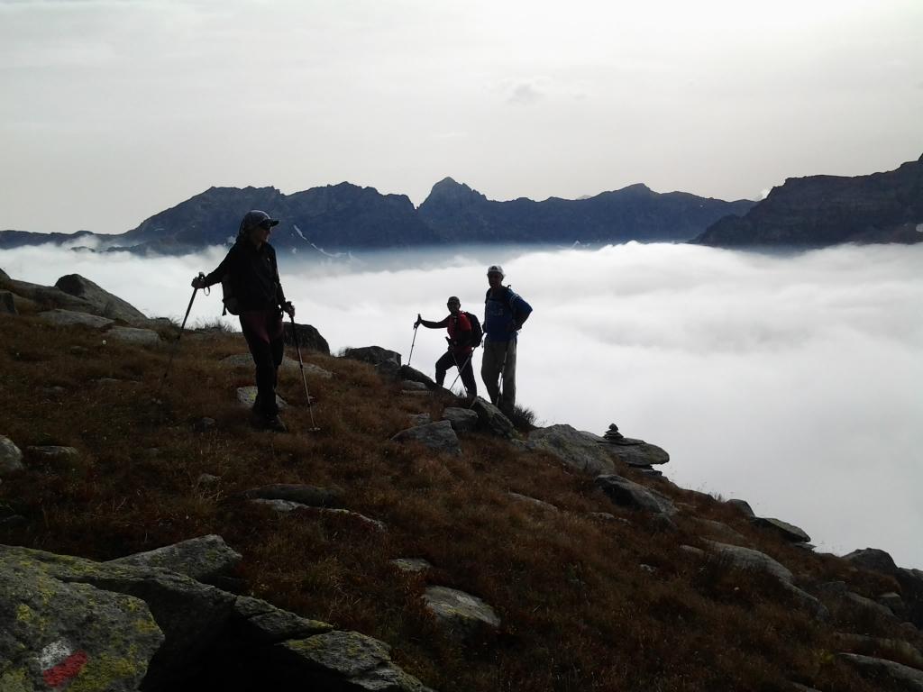 Prima di tuffarsi nelle nebbie, Uja di Mondrone sullo sfondo