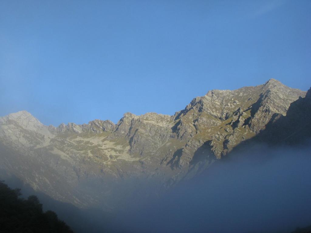 Oltre la nebbia la lunga Costiera di Lesiney
