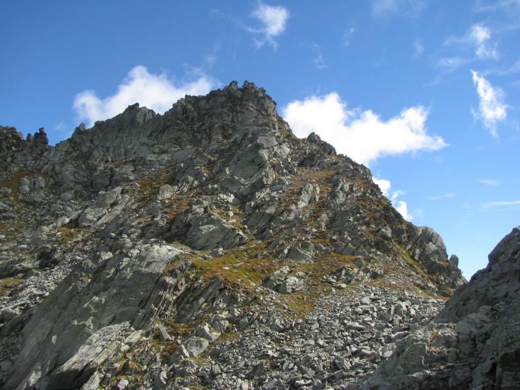 Scendendo dal Piccolo Pontalonet, vista della Punta Grand