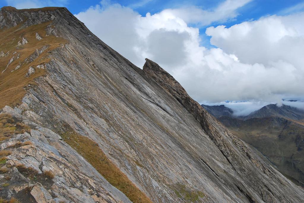 L'incredibile placca rocciosa vista dalla cresta