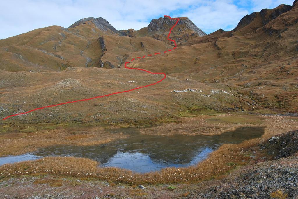 Il percorso di salita visto al laghetto a quota 2600