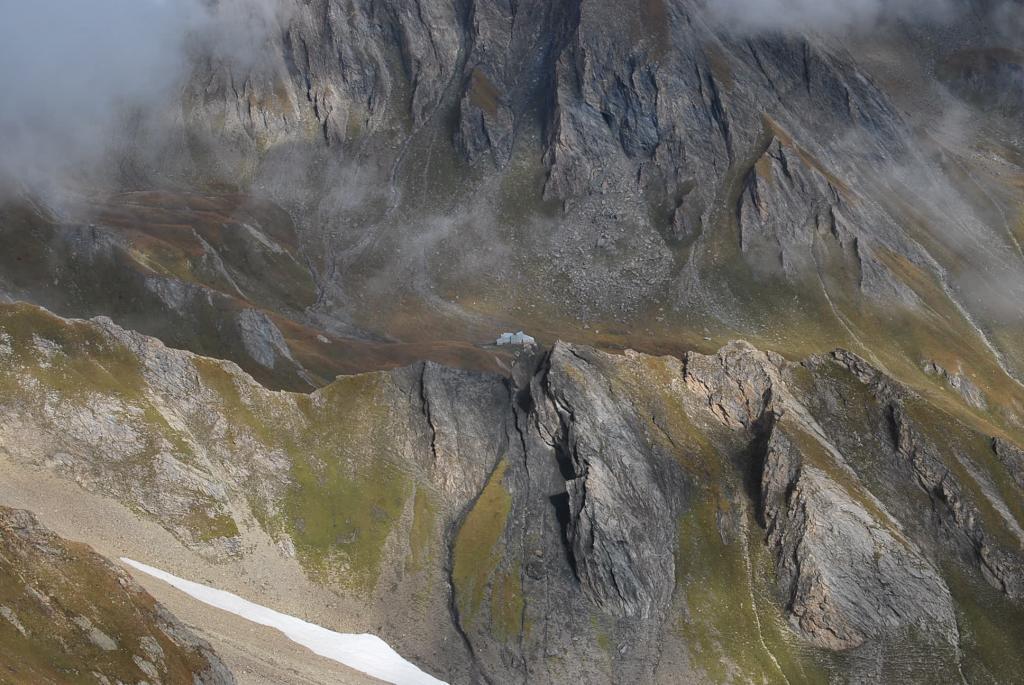 Il Rifugio Frassati o del Lago sul sentiero per il Col Malatra