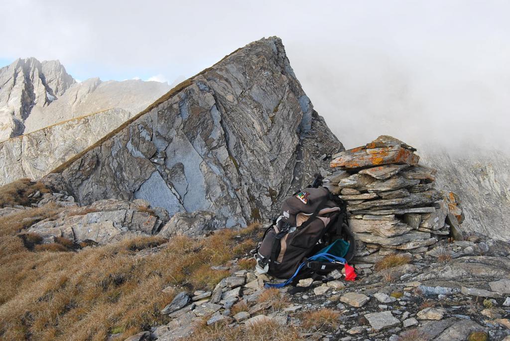 Le due cime: quella con ometto (in primo piano) e la sommità della cresta
