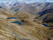 i due laghi des Hommes e a destra il Lauzanier