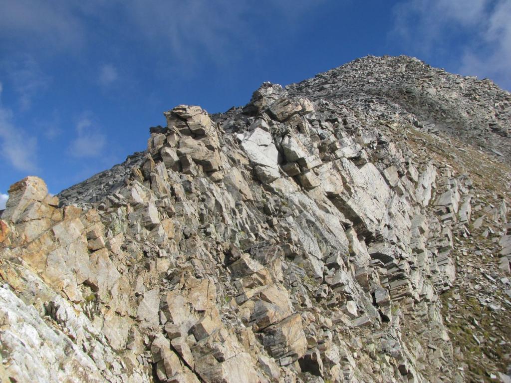 Spuntoni di cresta da aggirare ad ovest