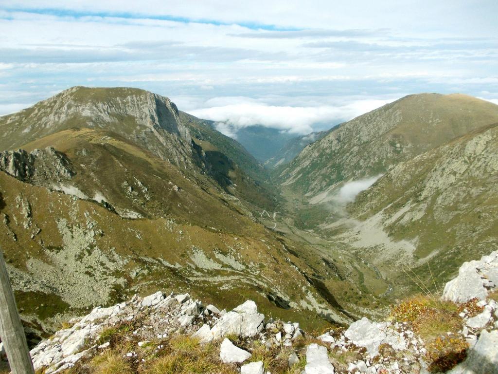il vallone di salita visto dalla cima