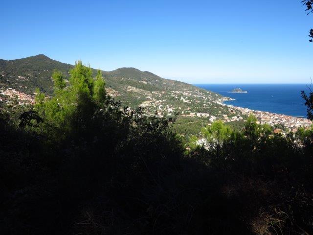Il golfo di Alassio e l'Isola Gallinara