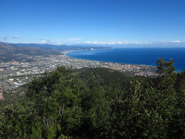 Albenga e golfo verso Finale Ligure