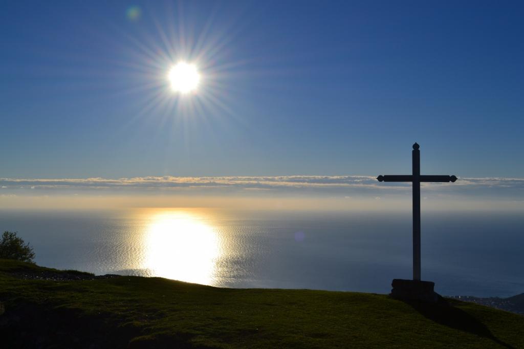 panorama sul mare dalla croce bianca di S. Pietro ai Monti (891 m)