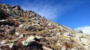 salendo la parte alta del costolone, appena sotto il filo di cresta (12-10-2013)