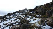 pochi cm di neve sulle roccette che portano in cima (12-10-2013)