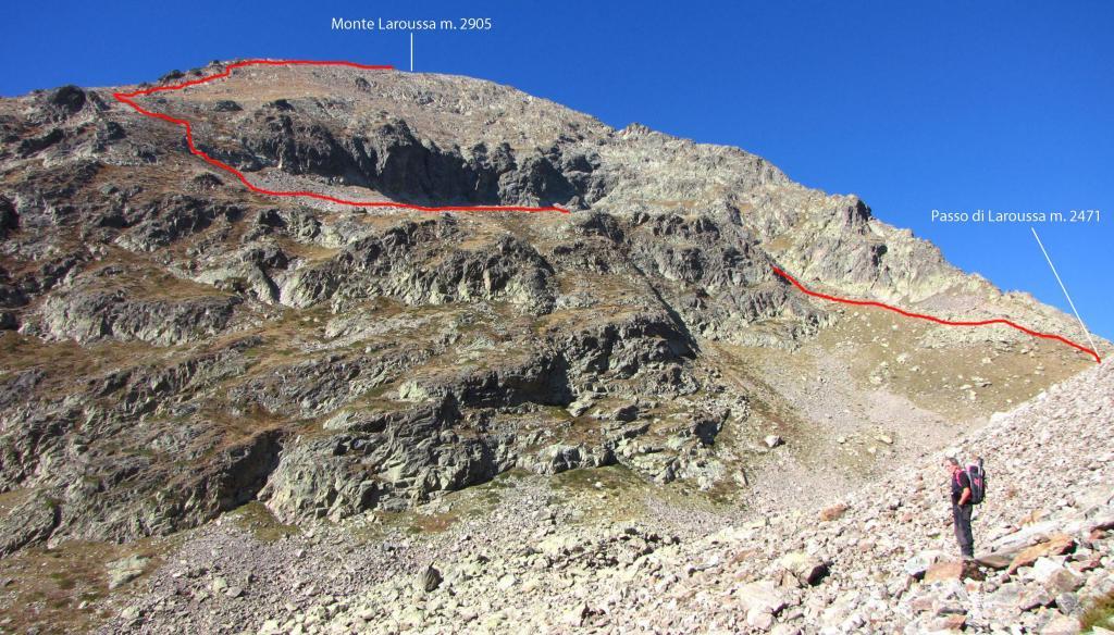 il tracciato della via di salita visto dalla conca detritica che porta al Passo di Laroussa (12-10-2013)