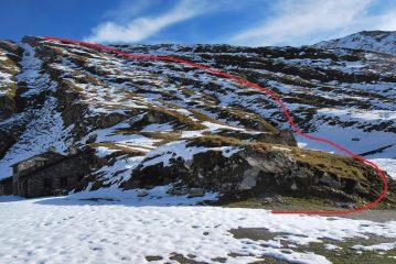 Visti da Bonalex, i pendii con la via di salita al pianoro quota 2600 m