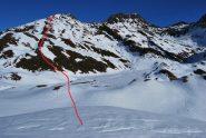 Dal pianoro quota 2600 m la meta e la via di salita.