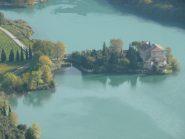 Castel Toblino, è inquadrato in parecchie scene di una serie televisiva (Una buona stagione) di RAI 1