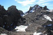 passando in mezzo ad alcuni torrioni poco prima della cima (19-10-2013)