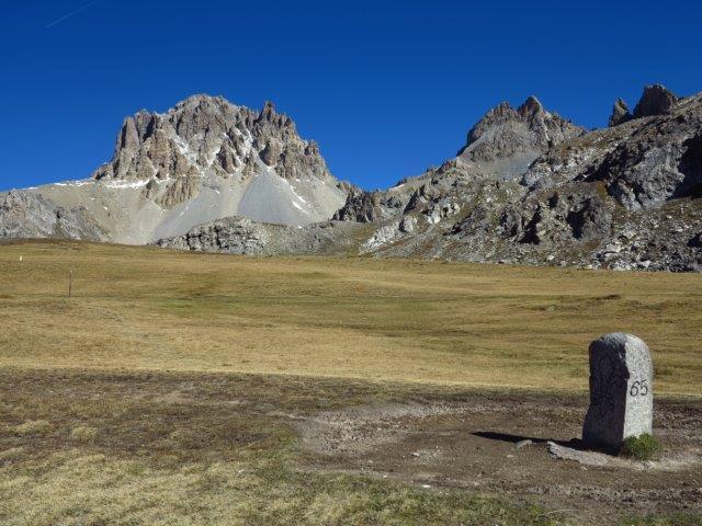 Al colle di Roburent, i bei vecchi cippi di confine