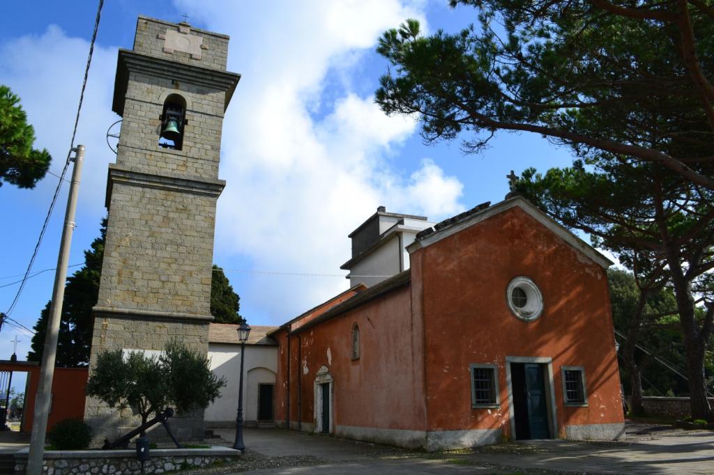 Chiesa di Campiglia dalla piazzetta del paese (382 m)